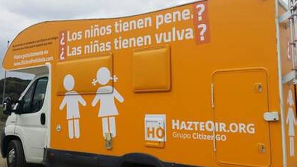 Autocaravana de la asociación Hazte Oír