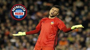 Diego Alves en un partido con el Valencia CF