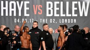 David Haye (izquierda) y Tony Bellew (derecha) en el pesaje de ayer