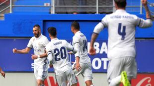 Benzema celebra uno de los goles del encuentro