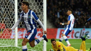 Óliver celebra su gol al Nacional.