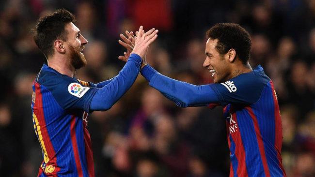 Messy y Neymar celebran un gol.