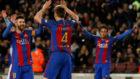 Messi, Rakitic y Neymar celebran el gol del croata.