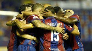Los jugadores del Levante celebran un gol esta temporada