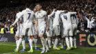 Los jugadores del Real Madrid celebran uno de los goles marcados ante...