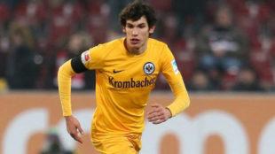 Vallejo disputando un partido de Bundesliga.