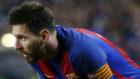 Leo Messi descansa por unos instantes en el partido del pasado s�bado...