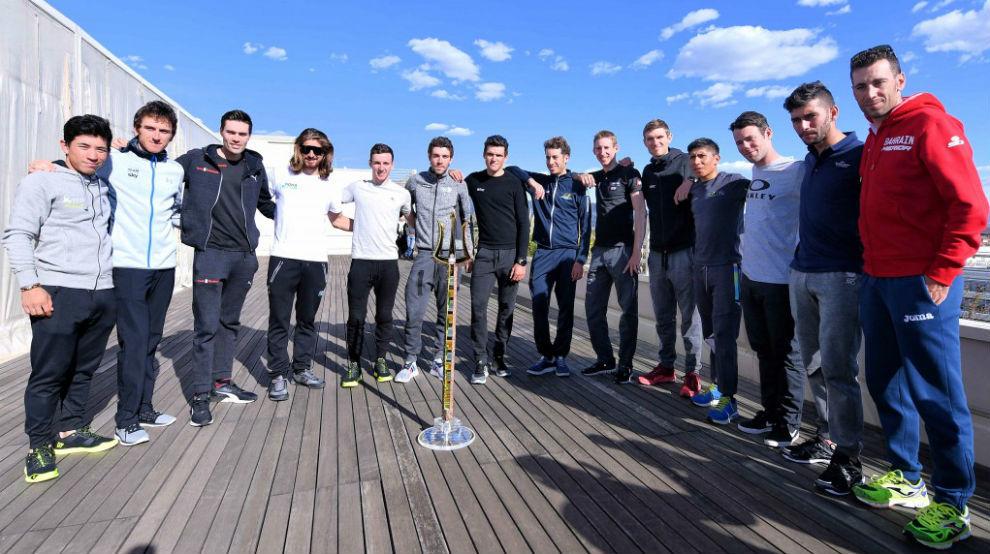 De izquierda a derecha: Ewan, Thomas, Dumoulin, Sagan, Yates, Pinot,...