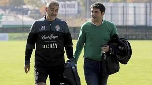 Paco Herrera y Braulio Vázquez conversan durante un entrenamiento