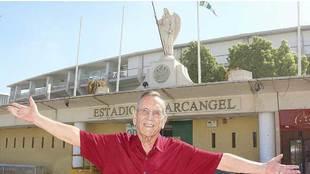 Rafael Campanero posa para Marca delante del Estadio Arcángel en...