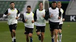 Fabián y Álex Fernandez en un entrenamiento junto a sus compañeros.