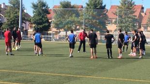Juan Marrero, dirigiendo su primera sesión como técnico del Badajoz.