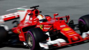 Vettel pilota el Ferrari SF70-H en el Circuit de Barcelona.