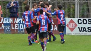 Los jugadores del Leioa celebran un gol esta temporada