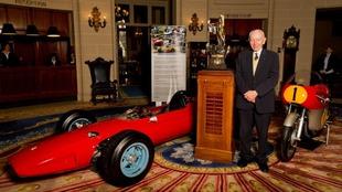 Con su F1 y 500 campeones.