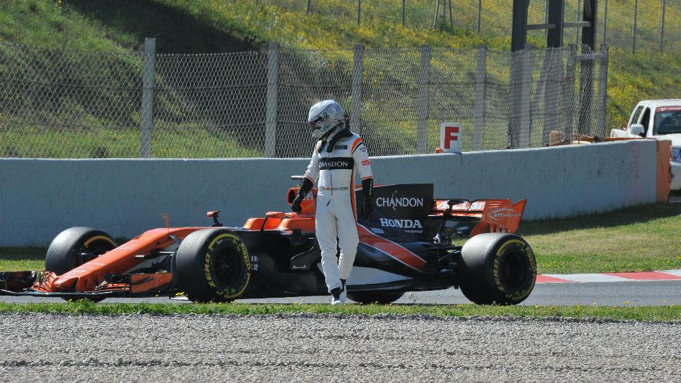 El público aplaudió a Alonso y silbó a McLaren.