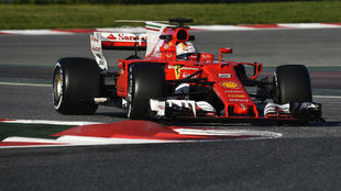 Sebastian Vettel con el Ferrari en Montmeló