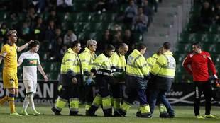 Marko Babic, en el momento de ser retirado en camilla en el Martínez...