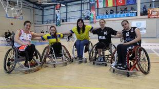 De izquierda a derecha, Anne Patzwald, Sara Revuelta, Viky Pérez,...