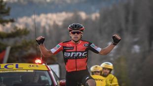 Richie Porte celebrando su triunfo de etapa.