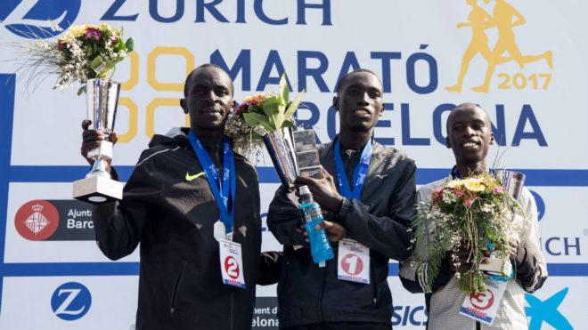De izquierda a derecha, Cheshari Kirui, Jonah Kipkemoi Chesum y Justus...