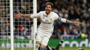 Ramos celebra el gol de la victoria ante el Betis en el Bernabéu