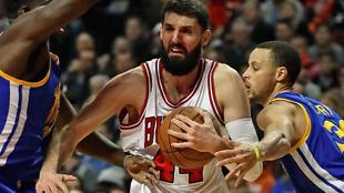 Nikola Mirotic jugando con los Bulls