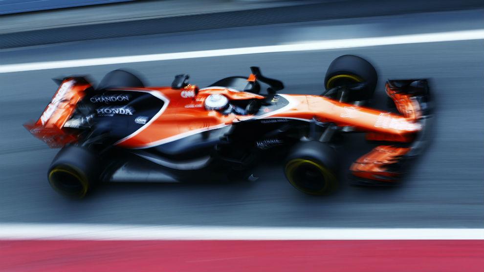 Fernando Alonso, con el McLaren en Montmeló