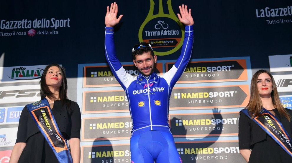 Gaviria en el podio celebrando el triunfo de etapa.