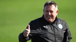 Craig Shakespeare, durante un entrenamiento del Leicester.
