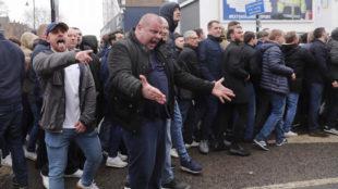 Los hinchas del Millwall provocaron altercados en las inmediaciones...
