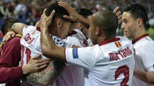 Celebraci�n del gol de Correa frente al Leicester en el partido de...