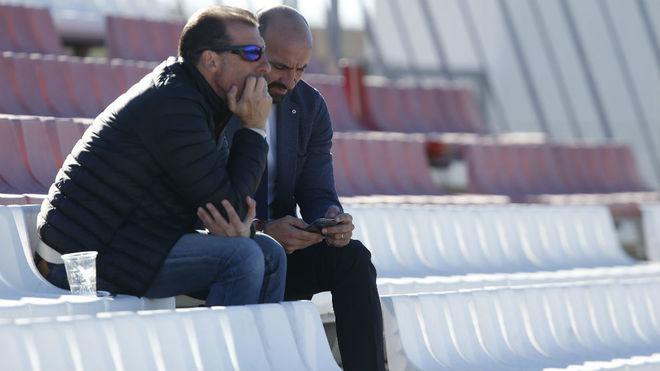 Óscar Arias y Monchi, en la ciudad deportiva del Sevilla.