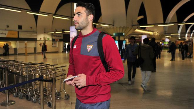 Iborra, en el aeropuerto de Sevilla antes de volar a Leicester.