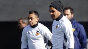 Fabián Orellana y Enzo Pérez en una sesión con el Valencia esta...