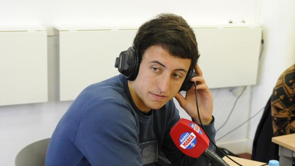 Oyarzabal atendiendo a Radio MARCA.