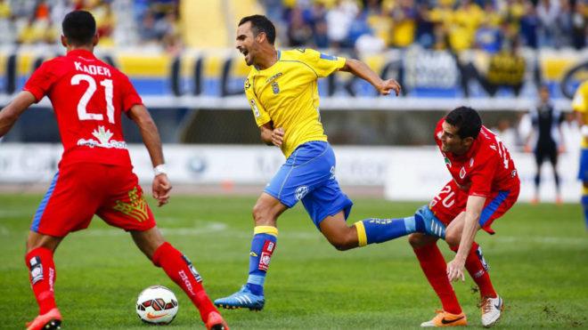 Ángel López jugando con la camiseta de la UD Las Palmas.