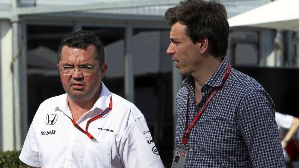 Boullier y Woff, jefes de equipo de McLare y Mercedes, respectivamente