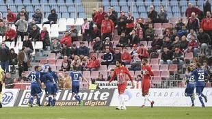 Los jugadores del Getafe celebran el gol del triunfo en Almería, su...