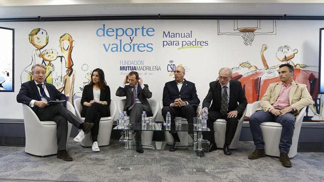Participantes en la presentación del libro 'Deportes y valores'.
