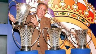 Ferrándiz, con algunos de sus trofeos