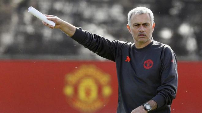 Mou, en un entrenamiento del United.