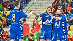 Los futbolistas del Inter Movistar celebran uno de los tantos de esta...