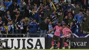 'Choco' Lozano y Aarón celebran el gol del primero en...