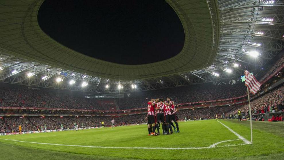 Los jugadores del Atheletic celebra un gol en San Mamés