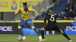 Boateng intenta un regate ante Musacchio