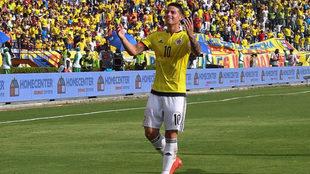 James celebra un gol con la selección de Colombia.