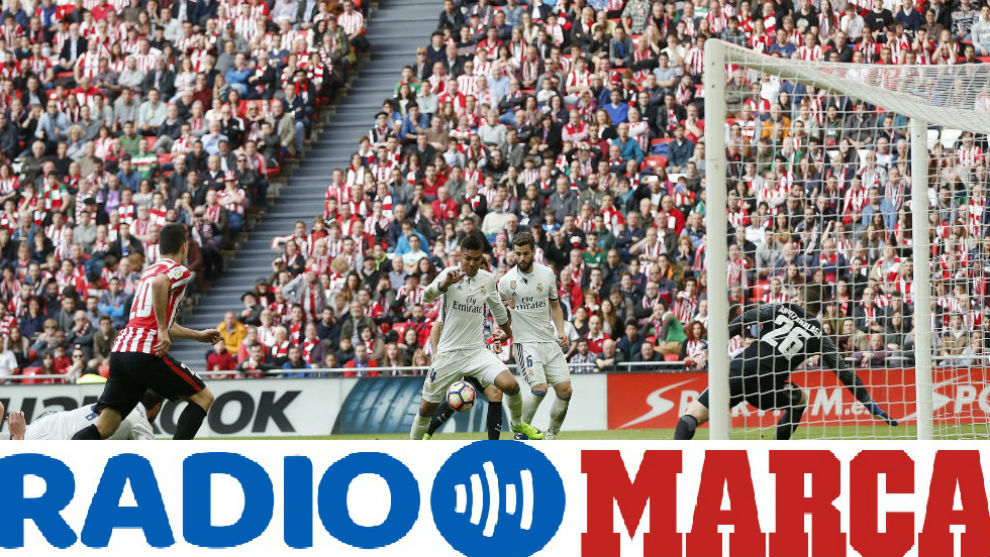 Casemiro celebra el gol que da los tres puntos al Real Madrid