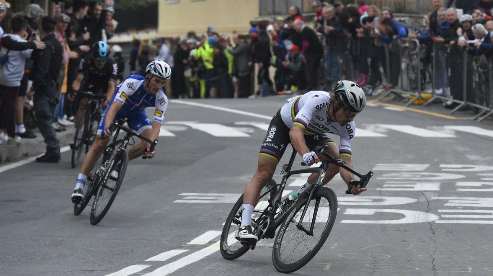 Sagan tirando de la escapada en el último kilómetro de la Milán-San...
