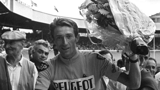 Roger Pingeon celebrando el Tour de Francia de 1967.